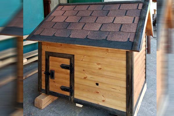 Деревянная будка для собаки в Мариуполе